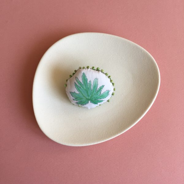 broche feuille large