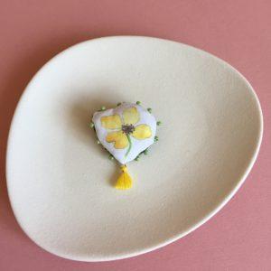 petite fleur pompom jaune